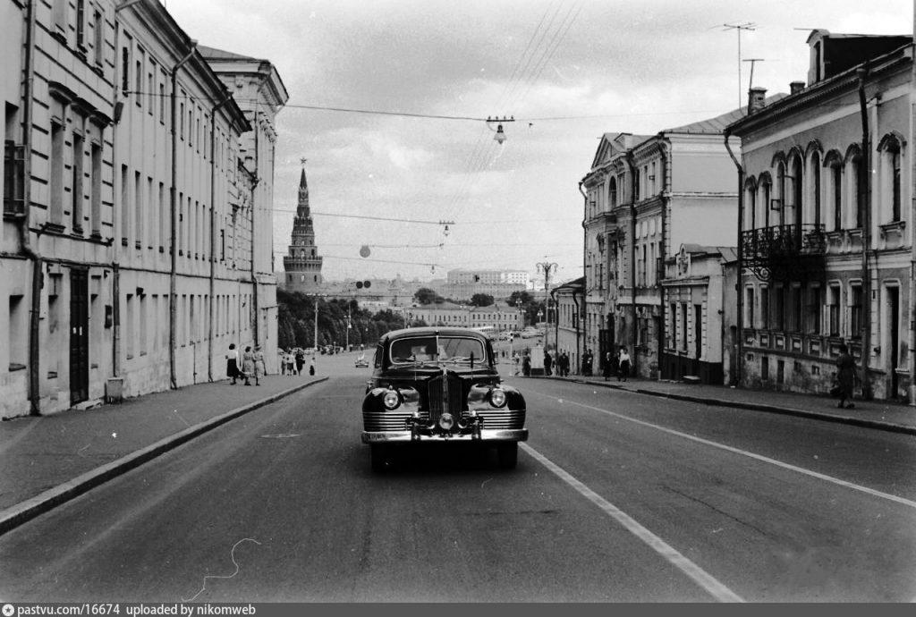 Достопримечательности Москвы с фотографиями: старейшая улица Москвы, Места для прогулок на выходных