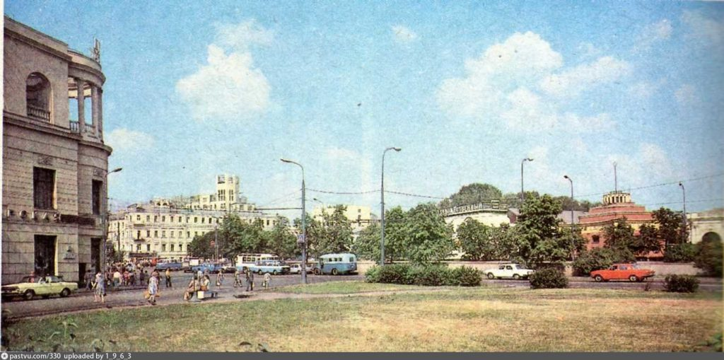 Арбатская площадь. Прогулки с МоскваХодом