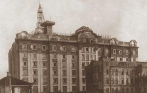 progulka_po_moskve_Stalinskie-i-nestalinskie-vysotki-300x191.jpg